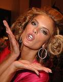 th_97222_fashiongallery_VSShow08_Backstage_AlessandraAmbrosio-81_122_34lo.jpg